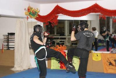 Bild_ Kung Fu Freikampf mit Schutzausrüstung in der Jing Wu Schule Köln