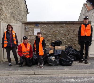 Après un tri sélectif, les déchets seront apportés à la déchèterie de Condé-en-Brie par le service déchets de la Communautré d'Agglo.
