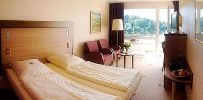 Zimmer mit Seeblick bei Hamburg