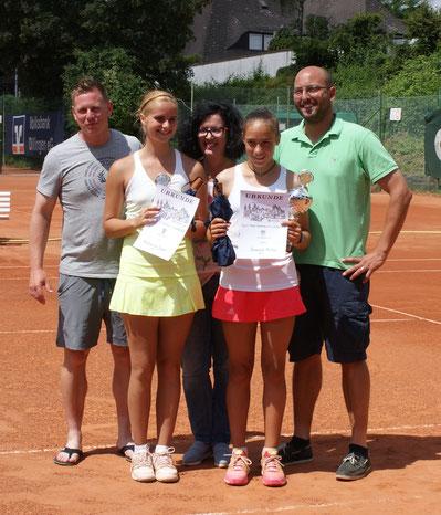 Sieger u 18 Damen v.l. Katharina Jager 2.Platz, Sarah Müller 1.Platz
