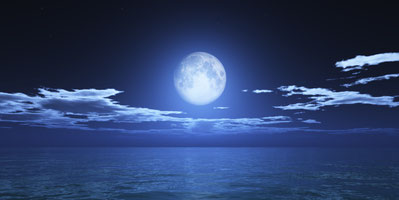 Mond über Meer