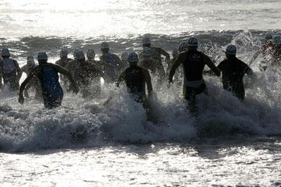Triathlon - Sportler beim Schwimmen