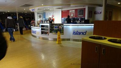 Comptoir de vente du Island Bar, l'une des trois possibilité de restauration du HSC Condor Liberation.