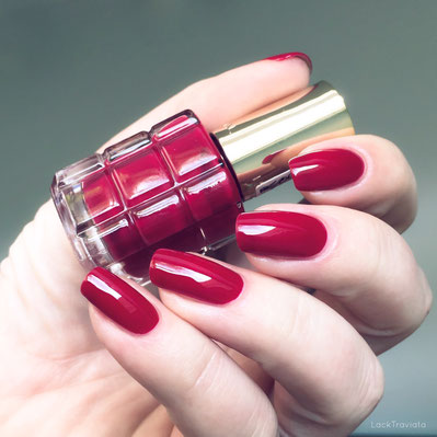 swatch L'ORÉAL • RUBIS FOLIES 552  • Color Riche Le Vernis