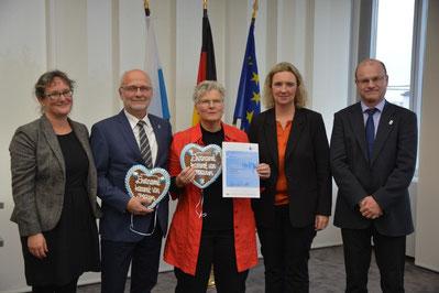 Ellen und Richard Kalkbrenner umgeben von Anke Brüchert, Kerstin Schryer und Norbert Schäffer