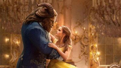 «Ci sono molti uomini, » disse la Bella, «che si rivelano mostri peggiori di te. E io ti preferisco a loro, nonostante il tuo aspetto... »