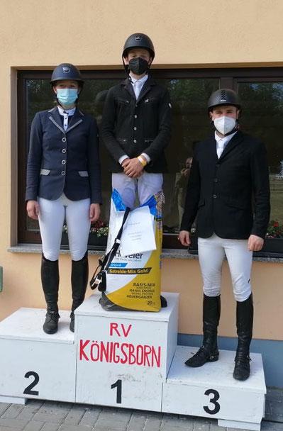 Janne Woldt, Johanna Bernhard und Sebastian Ohle bei der Siegerehrung. Foto: Maria Kühne