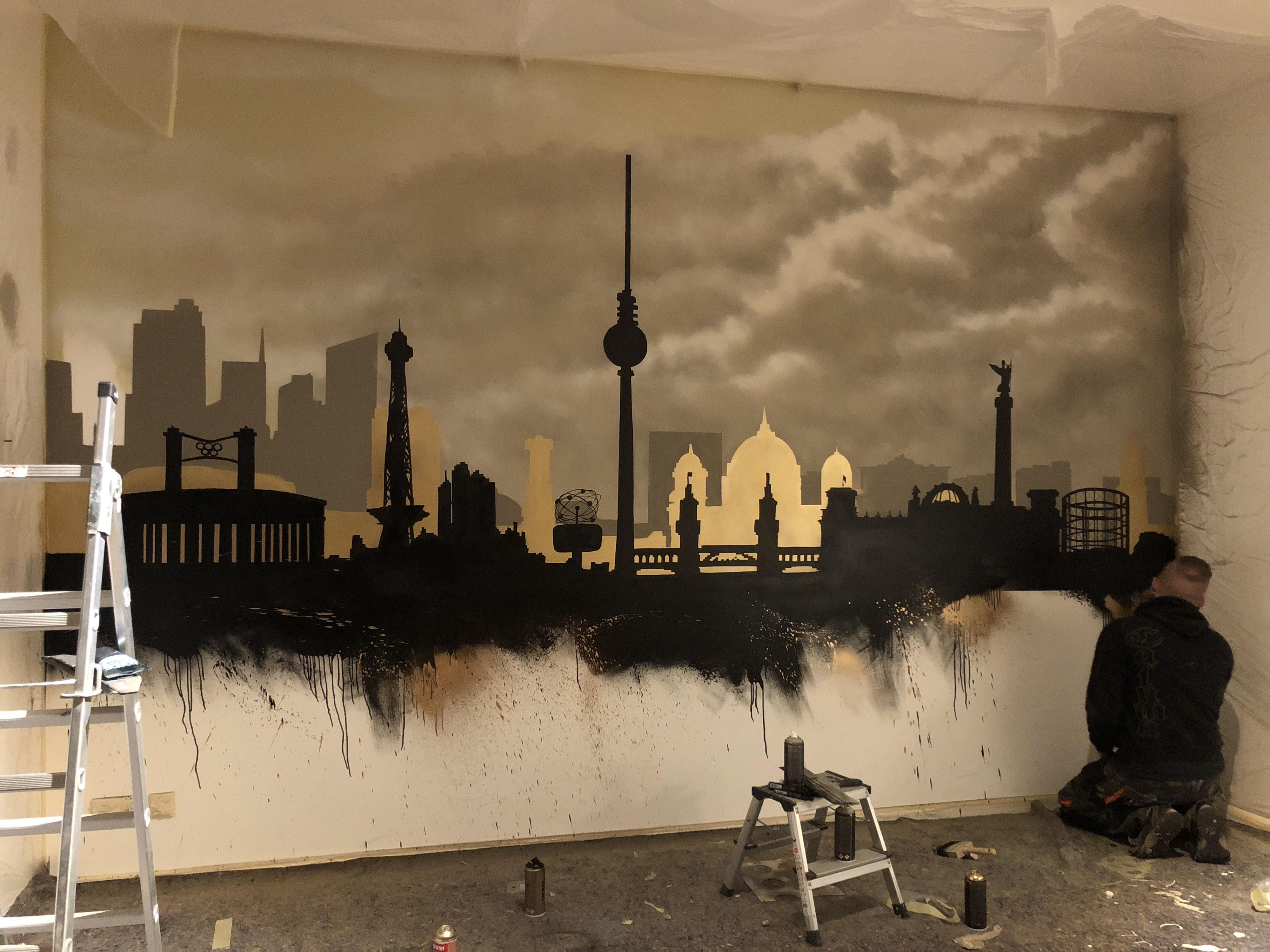 fassadenmalerei in berlin graffiti k nstler fassade. Black Bedroom Furniture Sets. Home Design Ideas