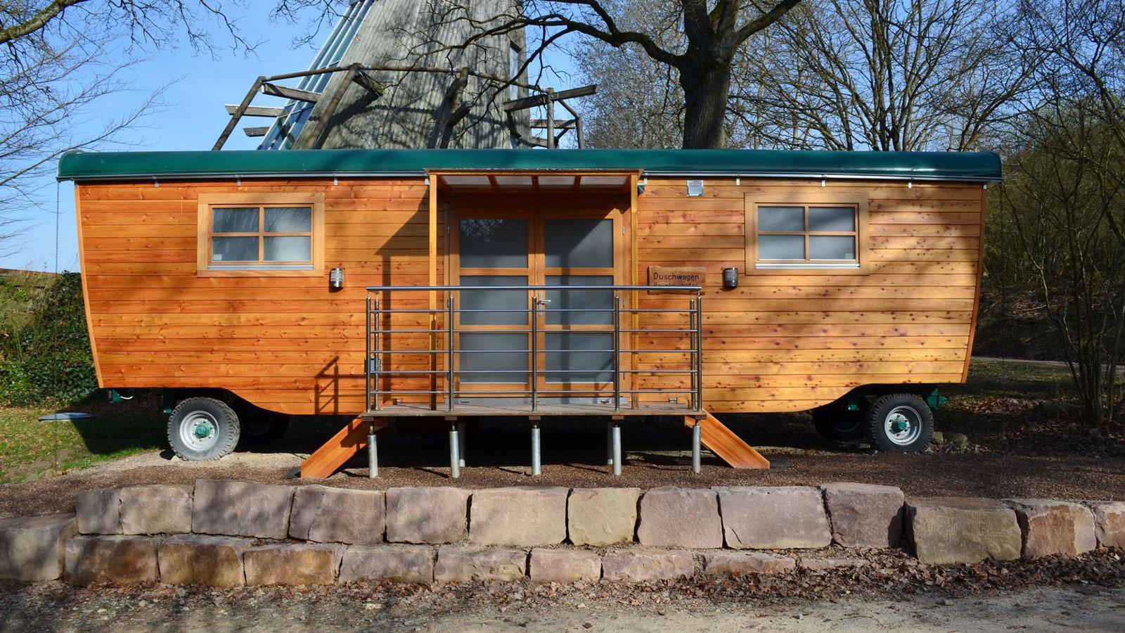 neu duschwagen gefertigt aus holz baumhaushotel solling. Black Bedroom Furniture Sets. Home Design Ideas
