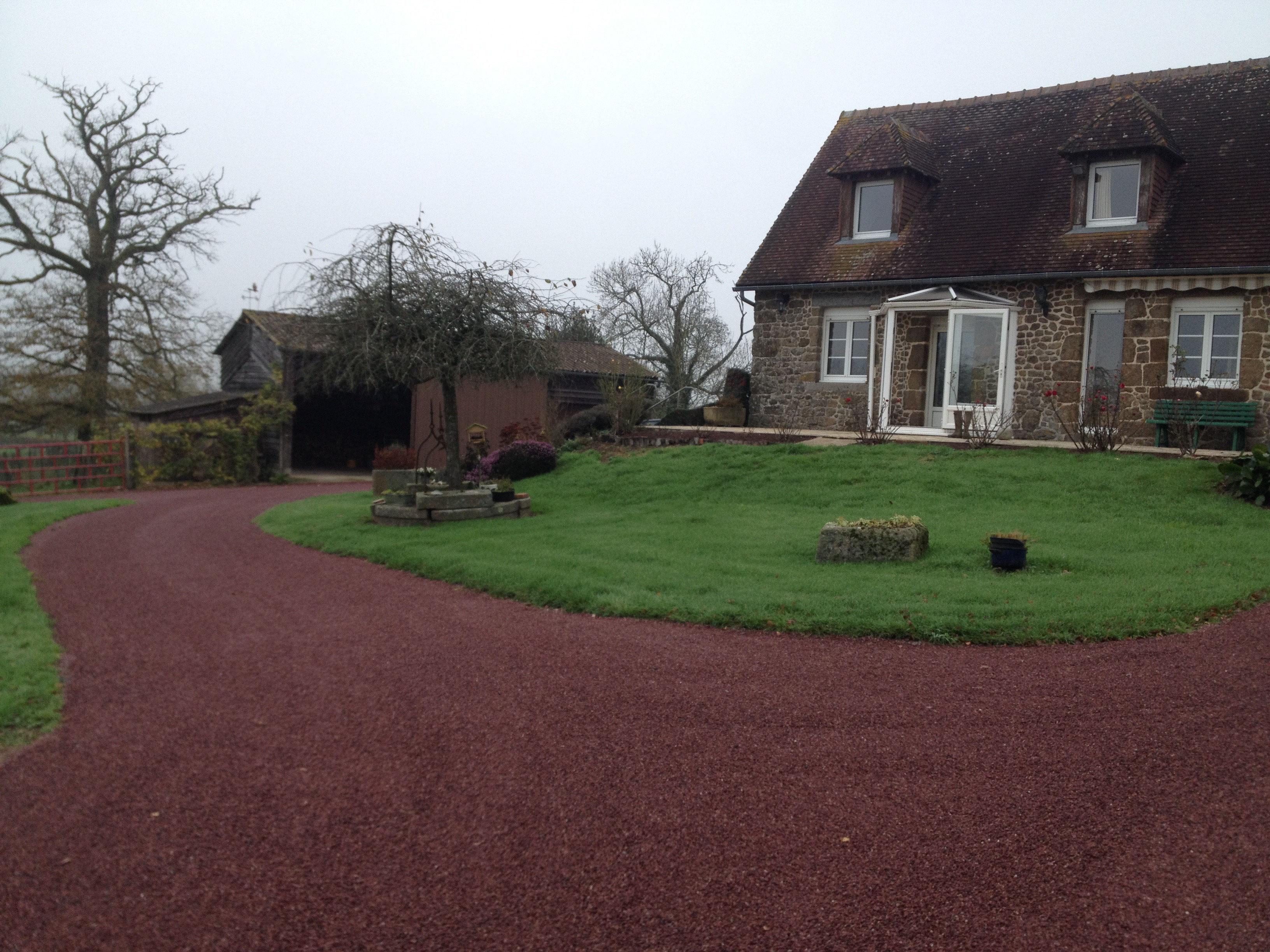 Graviers Pour Allées Carrossables l'aménagement d'une cour en bicouche - tta terrassements
