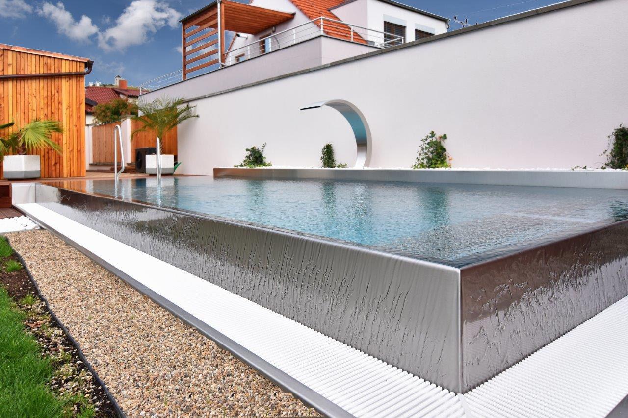Overflow vs skimmer pools luxury stainless steel pool builder for Skimmer type swimming pool design