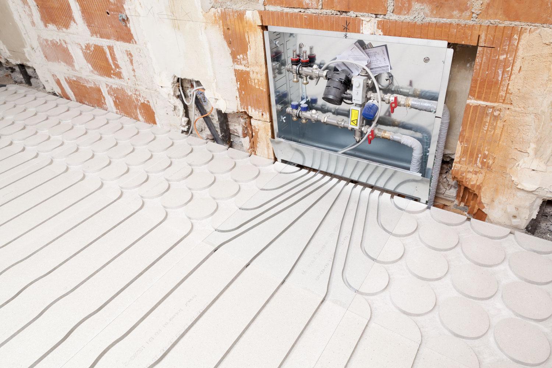 Häufig Fußbodenheizung in Trockenestrich auf Holzbalkendecke integrieren RX02