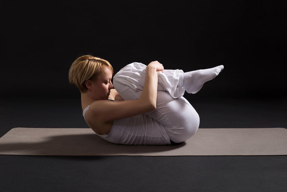 wirkung apanasana yoga akademie n rnberg yogalehrer ausbildung n rnberg. Black Bedroom Furniture Sets. Home Design Ideas