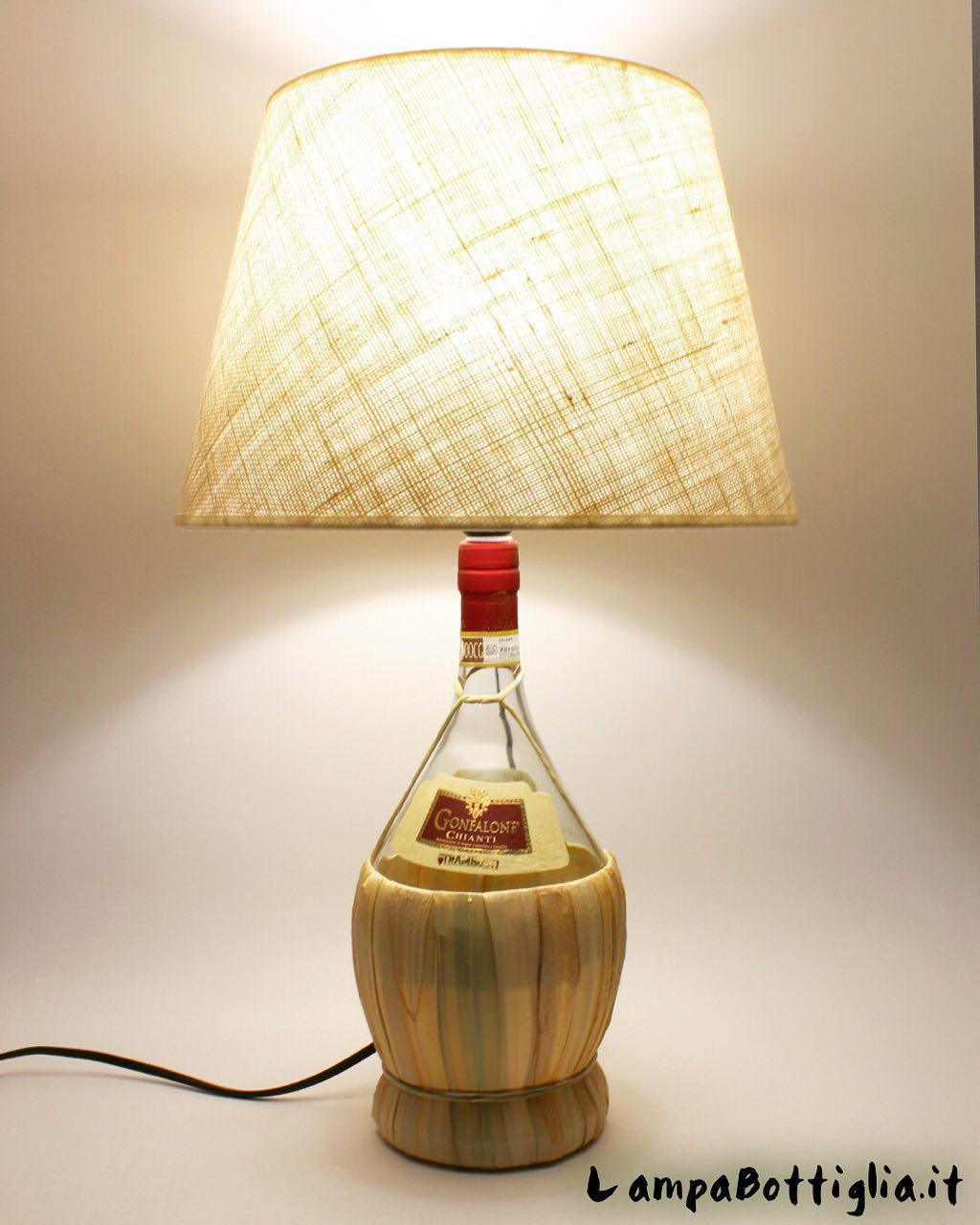 Lampadari Con Bottiglie Di Vetro come fare una lampada: trasformare una bottiglia di vetro