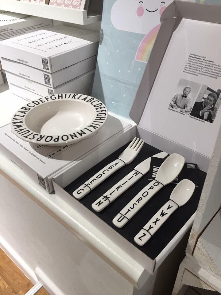 hh besteck geschirr design letters kind der stadt. Black Bedroom Furniture Sets. Home Design Ideas