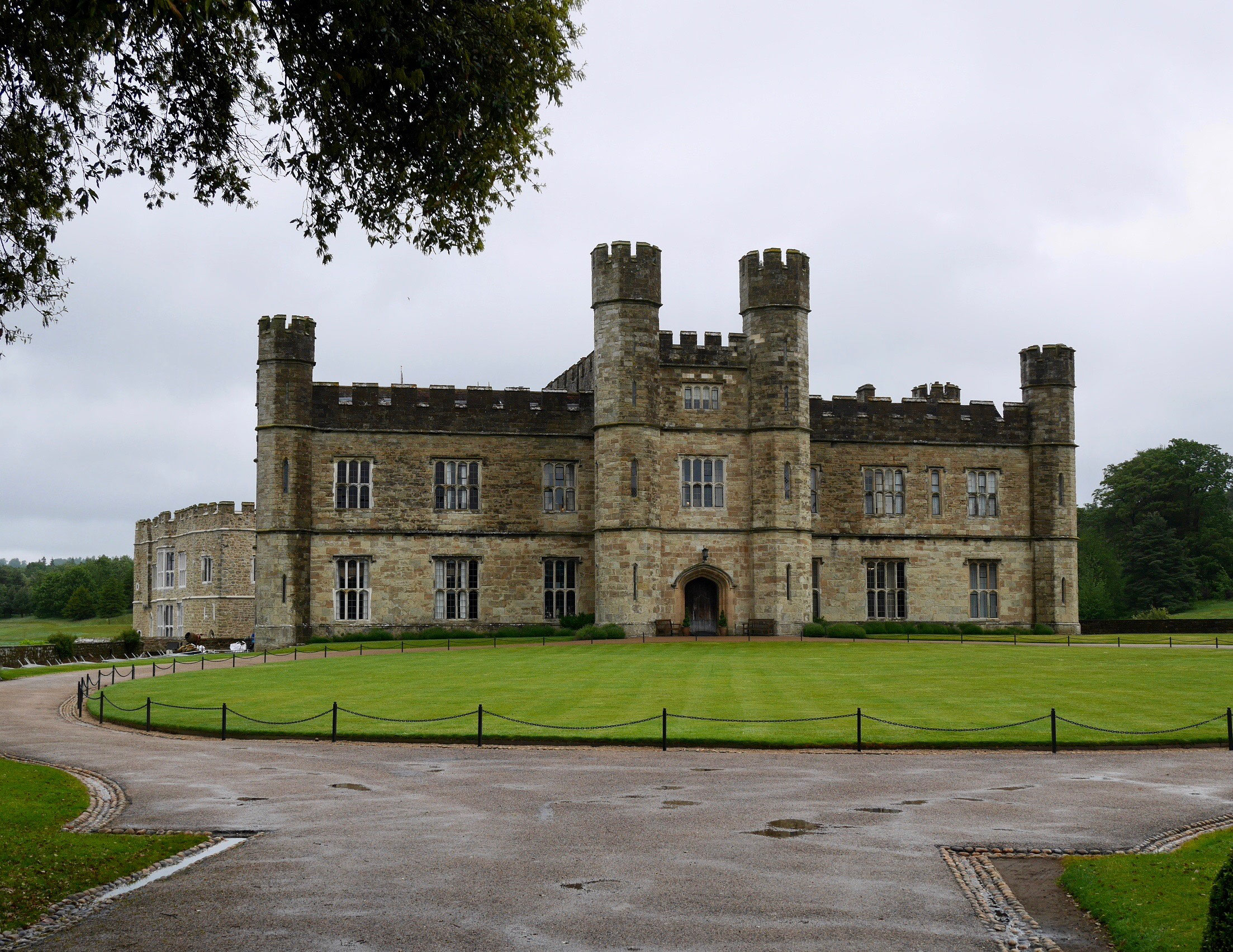 leeds castle ein stolzer englischer herrensitz beliebte. Black Bedroom Furniture Sets. Home Design Ideas