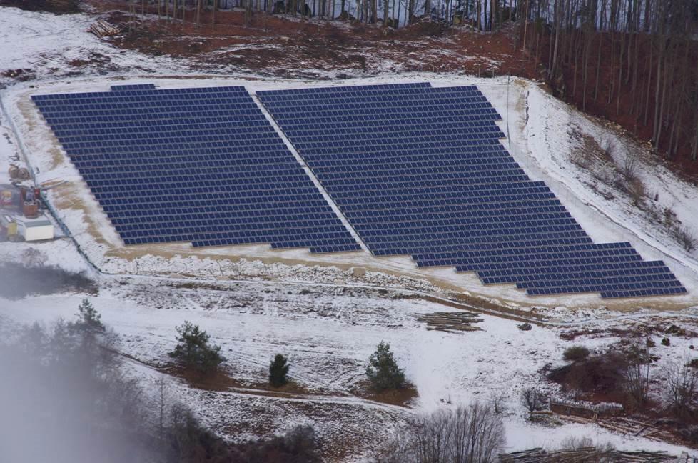 photovoltaik freiland anlagen solar photovoltaik tesla. Black Bedroom Furniture Sets. Home Design Ideas