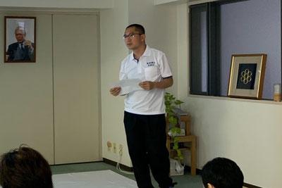 しんそう療方の研修会では、身体のゆがみを解剖学的に分析し、説明しています