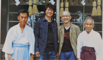 上川さんと植本さんと三光神社宮司の小田さん親子