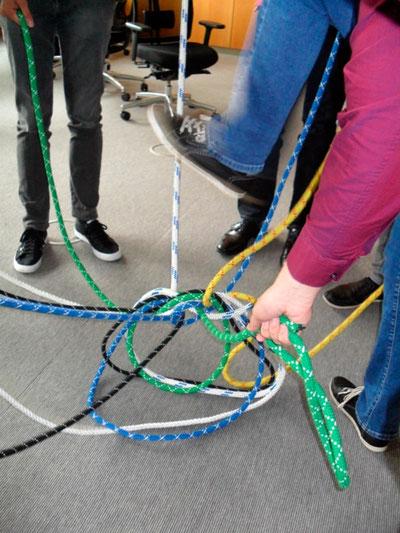Im Team Konflikte lösen - verknotete Strukturen auflösen