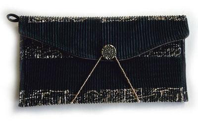 Clutch / Abendtasche aus schwarz-goldenem Plissestoff - Theater, Oper, Dinner oder Club - diese geht immer