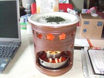 茶香炉で茶葉の香を楽しむ
