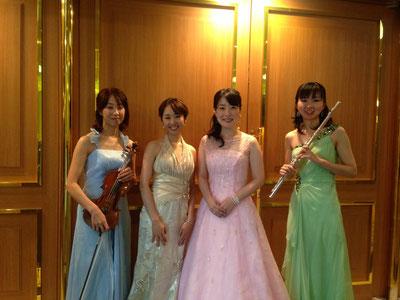 acea0e12d88a0 美女4人でクラシック - moliendcafe 音楽エンターテインメントバンド