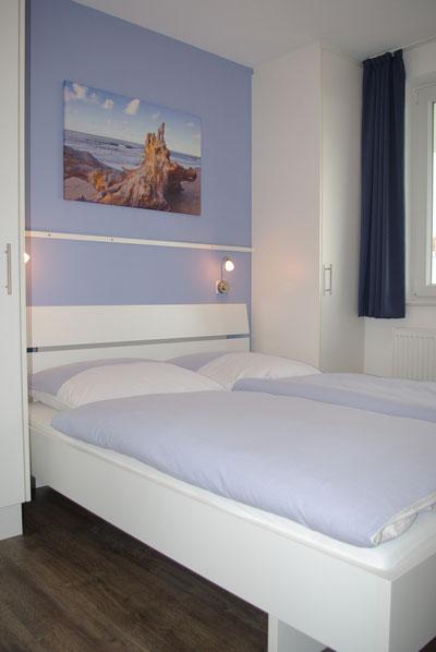 Exklusives Schlafzimmer mit Doppelbett ...