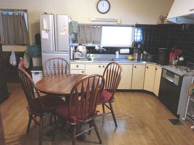 キッチンとダイニングセット写真