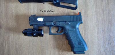 Glock 17 mit montiertem Pfefferspray