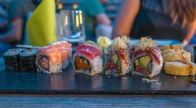 Köstliche Sushi-Platte, aufgenommen im Restaurant Makoto in Adliswil