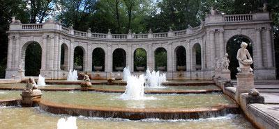 Brunnenanlage Märchenbrunnen mit Kaskaden und Fontainen.  Foto: Helga Karl