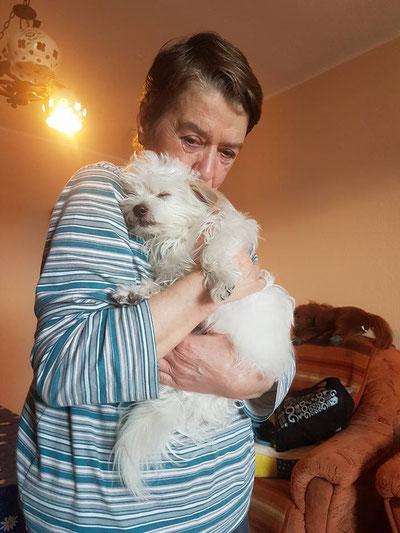 Der kleine Toby liebt sein neues Frauchen sooo sehr :-)