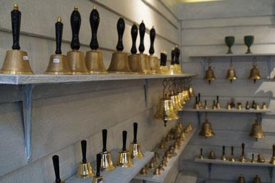 Blick in den Verkaufsraum der Glockengießerei, Februar 2014