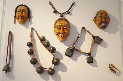 Karnevalsmasken mit Glocken, März 2014