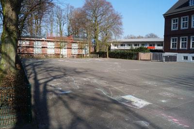 Schulhof, Februar 2014