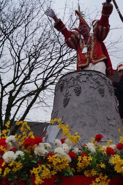 Karneval 2014, Prinz Uwe auf dem Prinzenwagen, Februar 2014