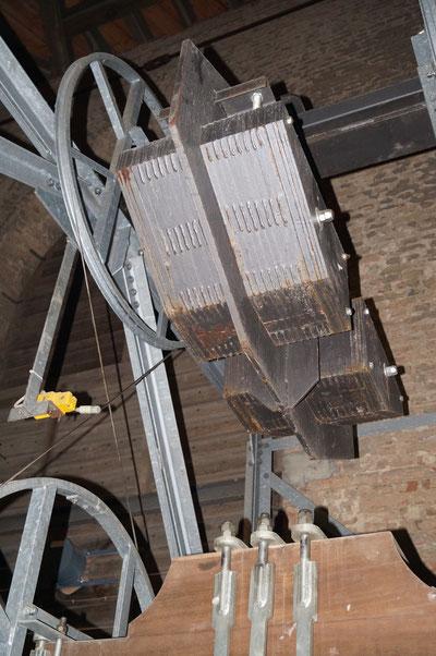 Gegengeweicht einer der Glocken der Pankratiuskirche, Februar 2014