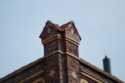 Detail vom Hauptgebäude, April 2014