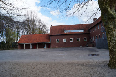 Schulhof des alten Schulgebäudes, März 2014