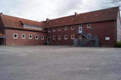 Schulhof, März 2014