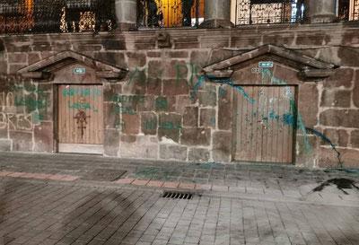 Palacio de Carondelet, principal símbolo del poder político en Ecuador, objeto de actos vandálicos por grupos en favor del aborto.