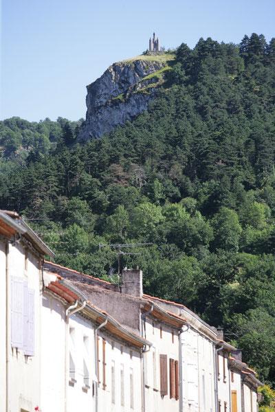 Arcades de Dourgne en Montagne Noire, randonnées, La Capelette, Terres d'Autan, village gourmand, statue Saint-Stapin