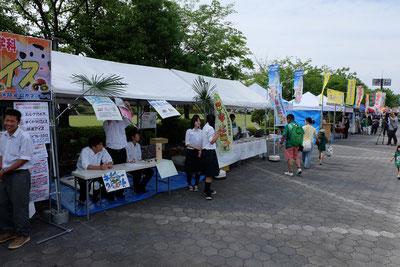 農業高校ブースでは岐阜農林高校の岐農乳アイスや加茂農林高校のGreenShopかものうでの野菜の販売。
