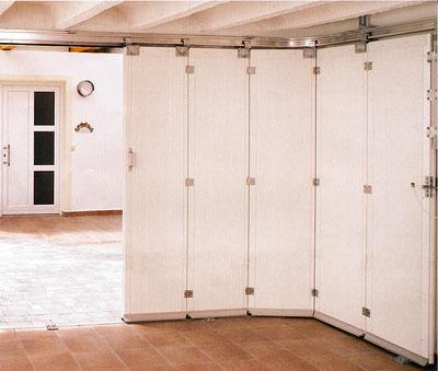 porte sectionnelle avec refoulement latéral