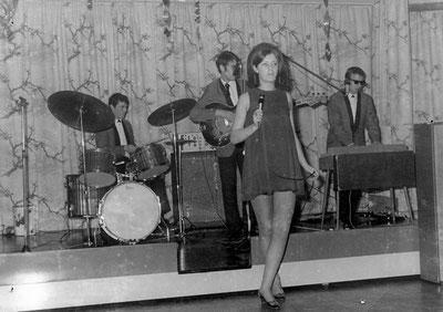 The Golden Set mit Pat Fernie bestand von Januar 1968-Juni 1968. (Flo am Schlagzeug, Mike am Bass)
