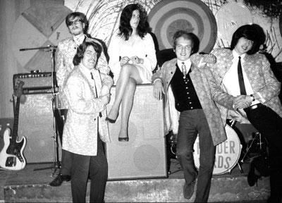 Ab Januar 1969 spielte ich ein Jahr mit den Thunderbirds in der Besetzung  Marc Mandel (kb, Git, Harmonika, Bongos), Eddy Folk (Bass), Judy (zeitweise), Jesse Lane (dr), Charly Mariano (Git).
