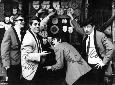 Im Juli stieg Eddy Folk bei uns ein. Von ihm übernahmen wir den Namen The Thunderbirds Saarbrückewn. Das Bild zeigt Marc, Eddy, Mike, Flo (von links).