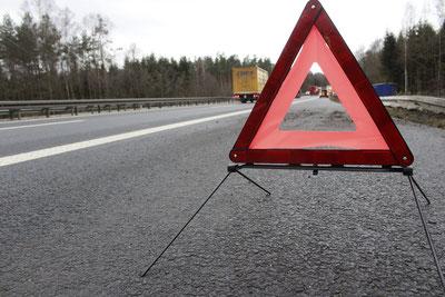 Verkehrsdreieck immer gut ersichtlich platzieren