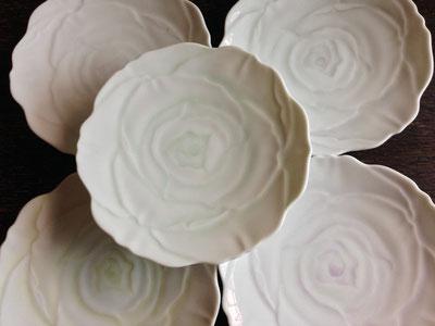 白磁ペイント バラの小皿